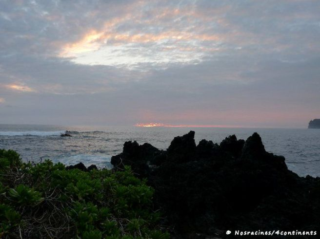 Lever du soleil au Laupahoehoe Beach Park, Big Island, Hawaii - 2010