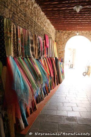 Les textiles du souk Waquif, Doha, Qatar