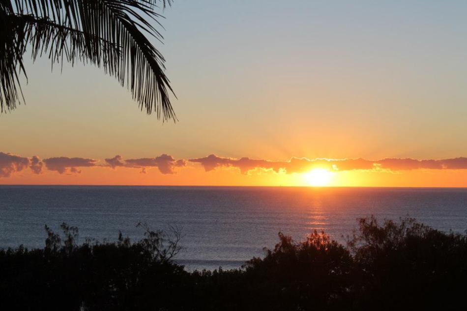 Le soleil se lève sur Rainbow Beach