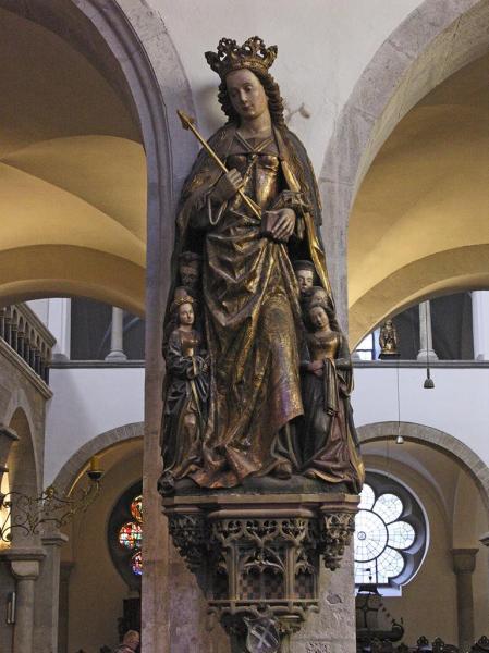 Statue de l'église Sainte-Ursule, à Cologne, en Allemagne : «Köln st ursula schutzmantelheilige». Sous licence CC BY-SA 3.0 via Wikimedia Commons