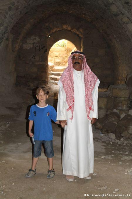 Notre fils aîné avec le guide du château de Kerak