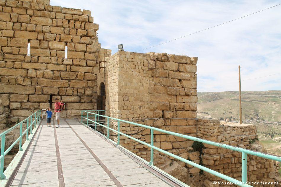 Mes trois hommes devant l'entrée principale du château de Kerak (Ottoman's Gate)