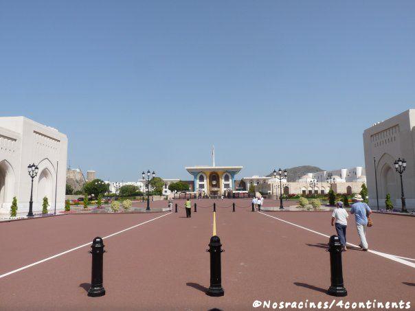 Devant le Palais Royal de Mascate