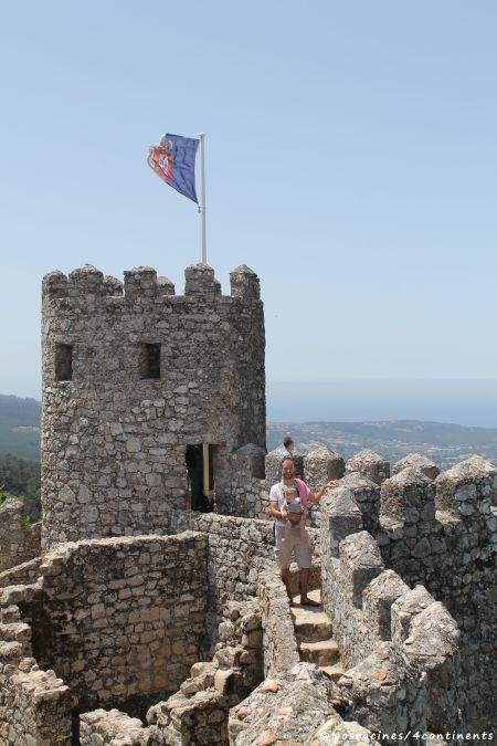 Nous découvrons les tours du château des Maures