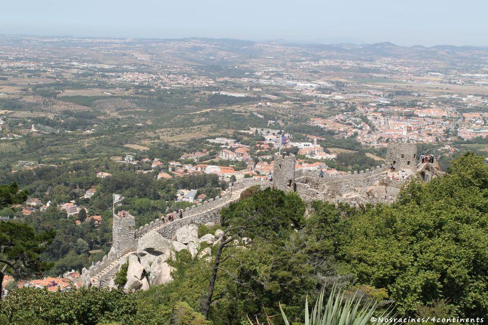 La vue sur la muraille du château des Maures, de la Tour Royale