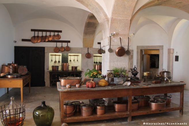 La cuisine du Palais de Pena et ses ustensiles en cuivre