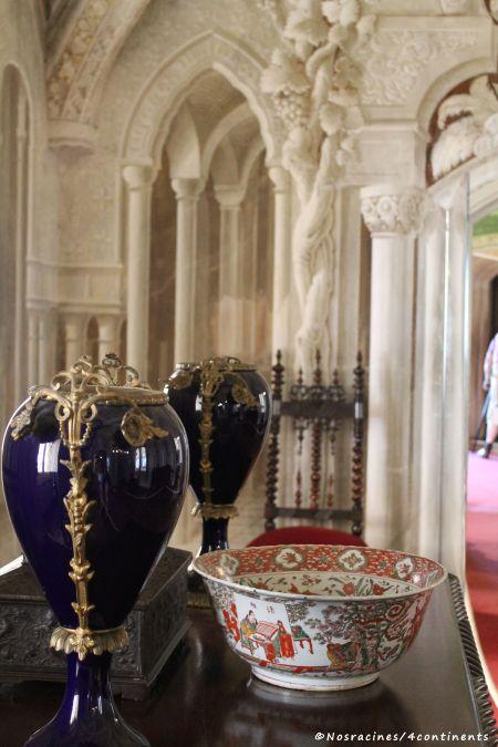 Objets décoratifs de l'Orient et fresques en trompe-l'œil de la salle arabe, Palais de Pena