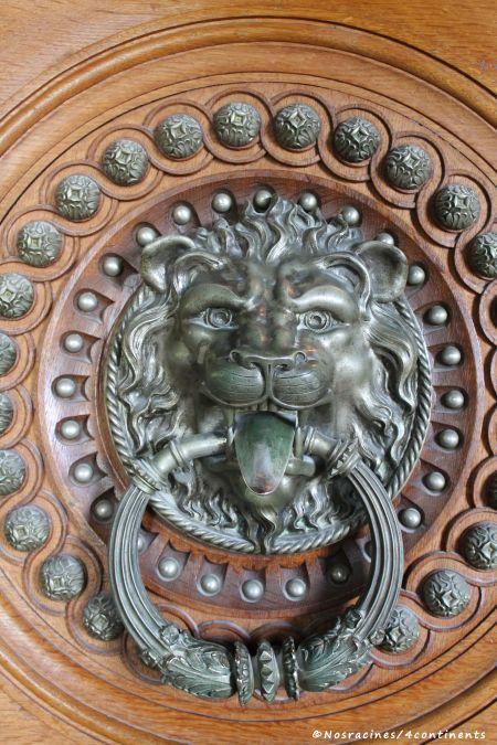 Le lion qui orne la poignée de porte de la Chambre du roi, Quinta da Regaleira