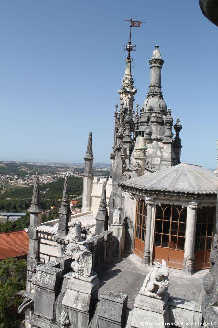 La terrasse extérieure et ses scultptures, Quinta da Regaleira