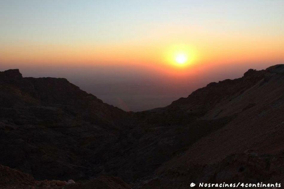 Le coucher du soleil sur Jebel Hafeet