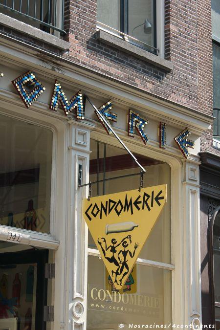 Boutique de préservatifs, située dans le quartier rouge de la ville