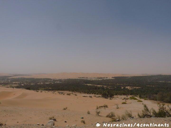 La vue sur le désert, à partir des hauteurs de Tilal Al Liwa