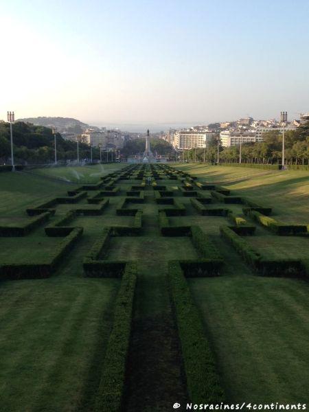 Jogging au parc Eduardo VII, à profiter de l'air frais matinal
