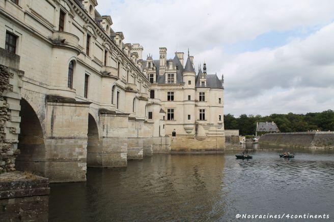 Le château de Chenonceau et son célèbre pont qui traverse le Cher