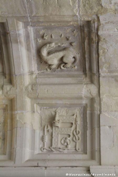 Les emblèmes de François Ier, qui ornent les voûtes