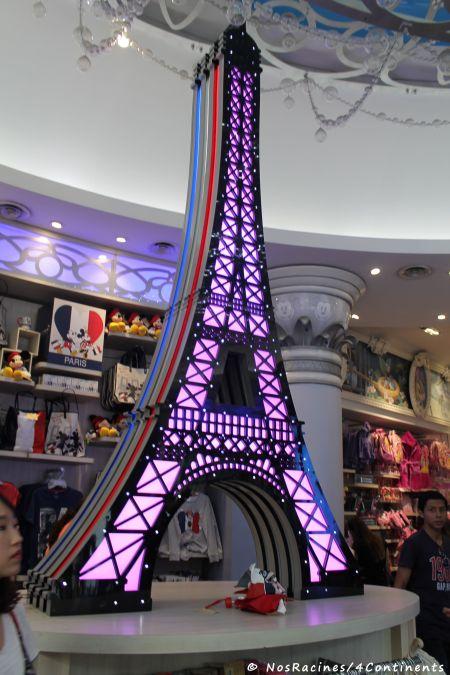 À la boutique Disney des Champs-Élysées