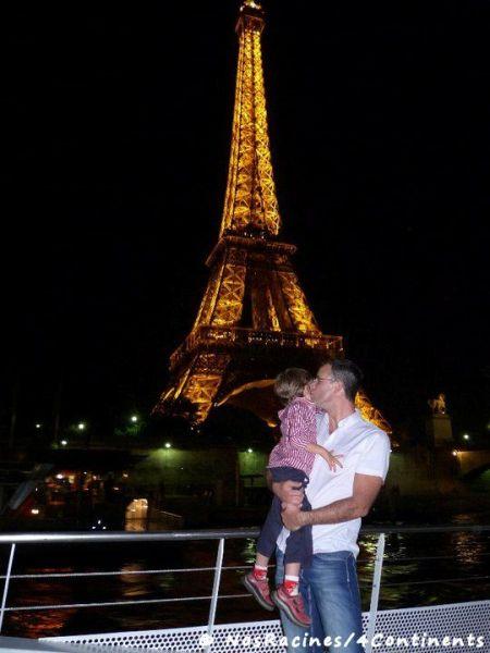 La vue sur la Tour Eiffel illuminée en bateau-mouche