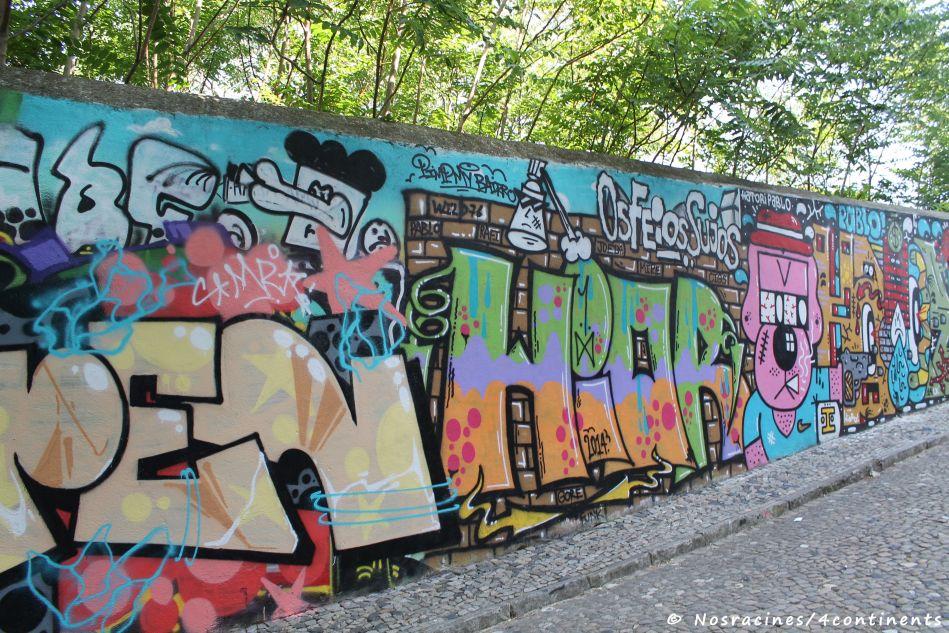 Les graffitis colorés de l'Alfama
