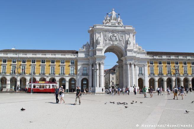 La Praça do Comércio et son arc de triomphe néoclassique, quartier de la Baixa