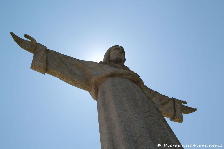 La statue du Cristo Rei, qui ouvre les bras devant Lisbonne