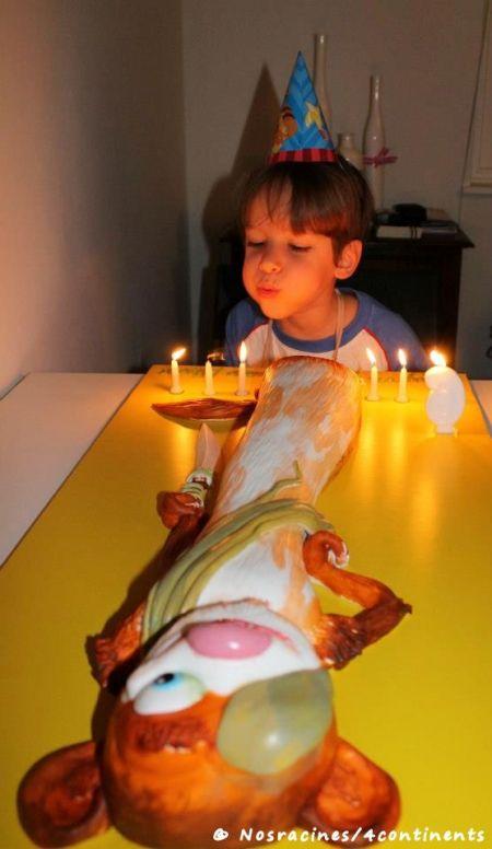 Mon fils aîné qui célèbre son sixième anniversaire sur un troisième continent