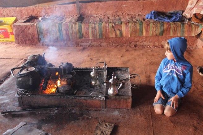 Un petit thé en plein milieu du Wadi Rum