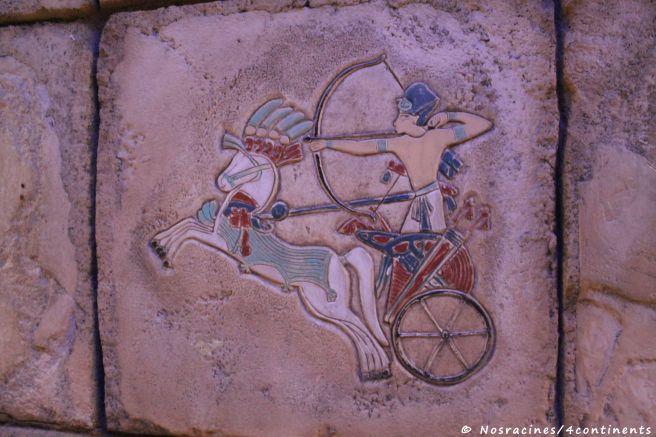 Plusieurs fresques ornent les murs intérieurs de la pyramide