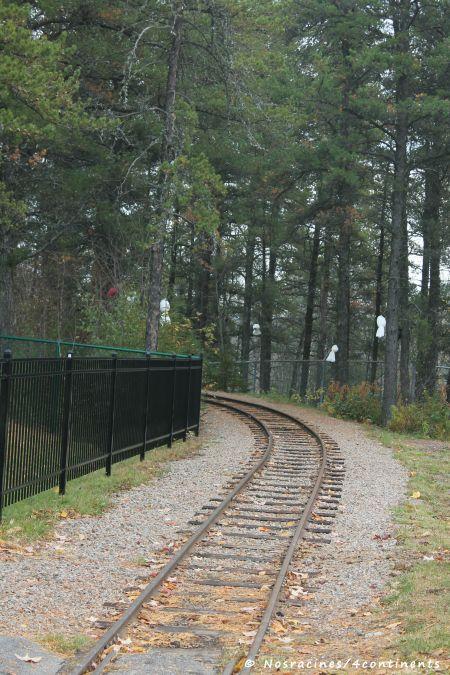 Le chemin de fer du Parc, dont le parcours est décoré de fantômes