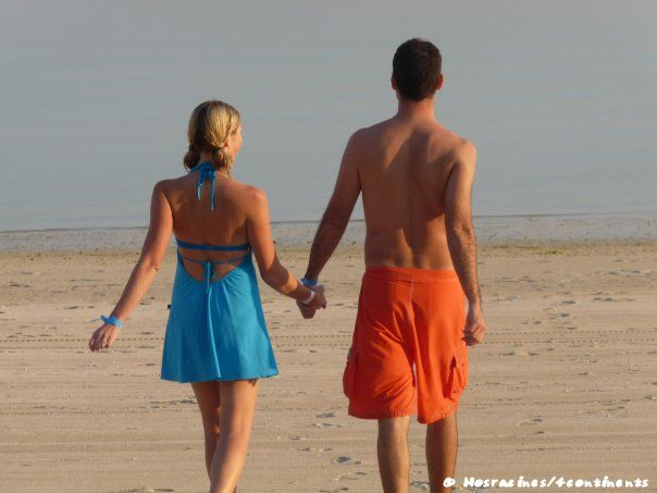 En amoureux, sur une plage des Émirats Arabes Unis