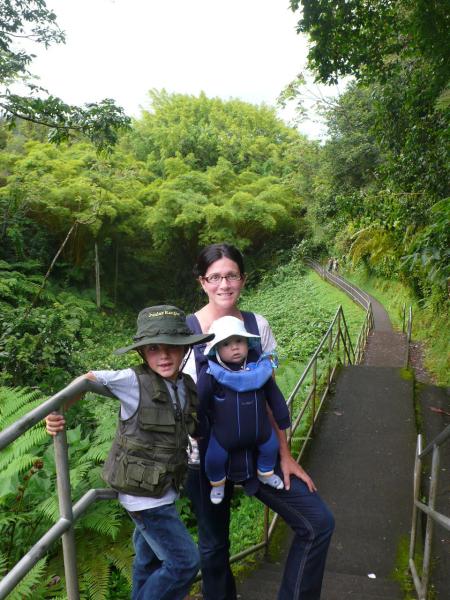 Nathalie et ses deux garçons, Philippe et Laurent, en vacances à Hawaii