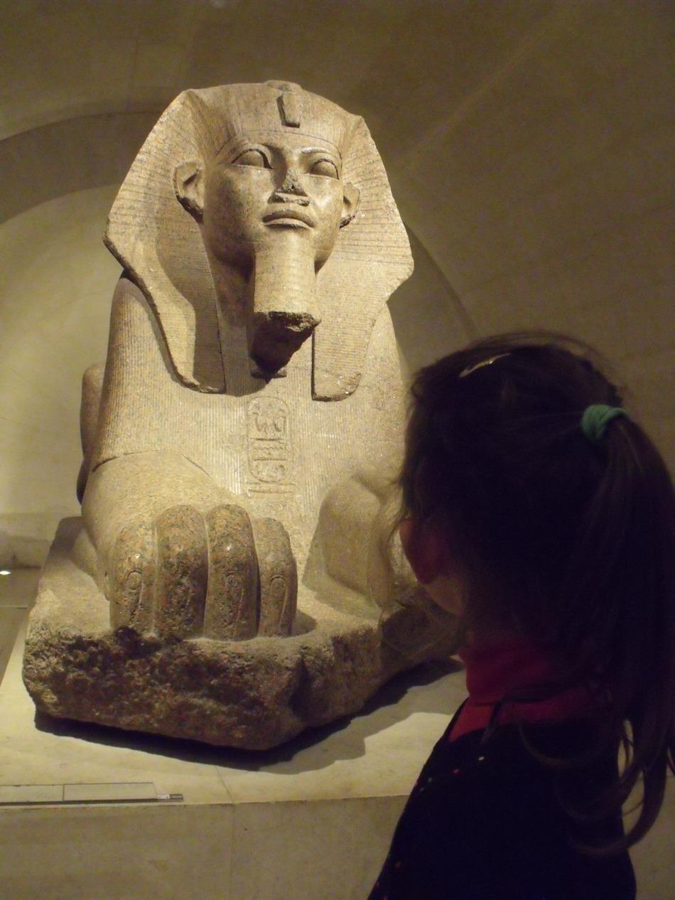 Nine en visite du Louvre
